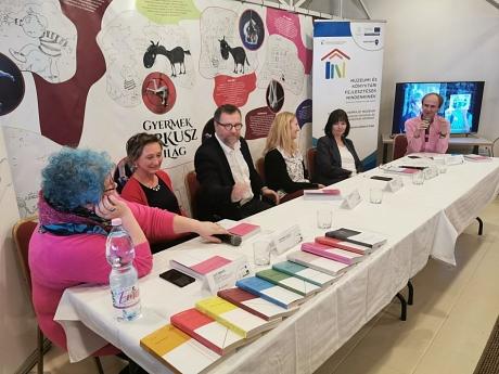 Kerekasztal-beszélgetés a könyvbemutatón: Joó Emese, Szatmári Csilla, Szalóki Mihály, Horváth Cecília, Nagy Magdolna